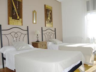 Views Gran Via St.Center, 6 balconies, JUNE OFFERS - Madrid vacation rentals