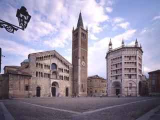 Bellissimo appartamento in centro - Parma vacation rentals