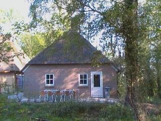 Vrijstaand boerderijtje aan het water in Giethoorn - Overijssel vacation rentals
