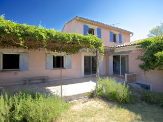 Pet-Friendly 4 Bedroom Luberon House with a Terrace and Fireplace - A Good Year in Provence - Gordes vacation rentals