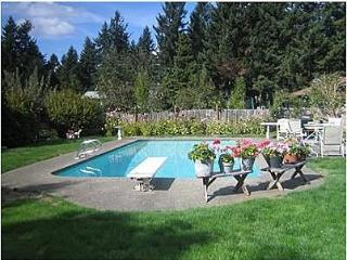HOUSE W/ HEATED POOL, 3 BLOCKS FROM US OPEN!! - University Place vacation rentals