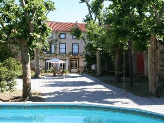 Charming bed and breakfast,  Domaine des Agnelles - Saint-Jean-de-Barrou vacation rentals