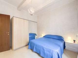 HOLIDAYS HOME MONTICELLI CAMPO DI FIORI CENTRO - Rome vacation rentals
