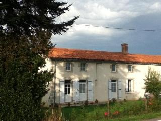 Le Chene Rond Chambre d'hote & Gite - Moncoutant vacation rentals