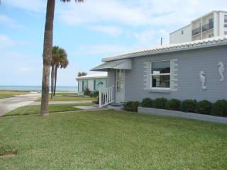 Charming Florida bungalow w ocean view. - Oceanfront Pet-friendly Cottage - Ormond Beach - rentals