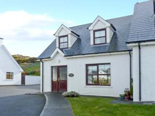BRACKEN LODGE, open fire, off road parking, garden, in Skibbereen, Ref 23992 - County Cork vacation rentals