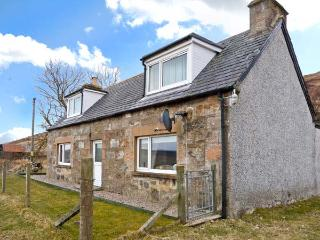 27 UPPER BIG HOUSE, pet-friendly, beautiful location, great touring base, Ref 24703 - Caithness and Sutherland vacation rentals