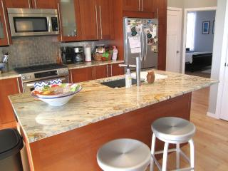 Welcome to the Skybox!! Now renting for October! - Portland vacation rentals