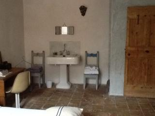 Pretty spacious Village house/Provence. - Vallabregues vacation rentals