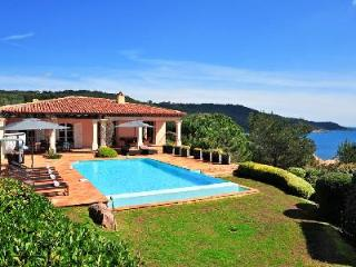 La Reserve-Villa 4 boasts infinity pool with view of the sparkling Mediterranean - Ramatuelle vacation rentals