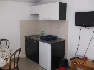 Apartments Aljoša - 10571-A2 - Okrug Gornji vacation rentals