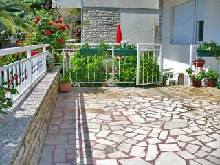 Apartments Duška - 22362-A2 - Brodarica vacation rentals