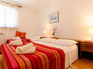 Apartments and Rooms Indiha - 31831-S2 - Jelsa vacation rentals