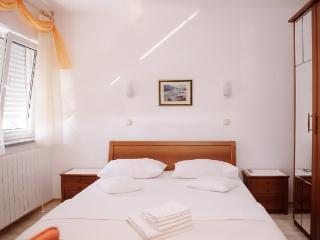 Apartment and Rooms Ana - 32801-S1 - Podstrana vacation rentals
