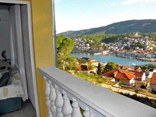 Apartments Vafire - 33531-A3 - Jelsa vacation rentals