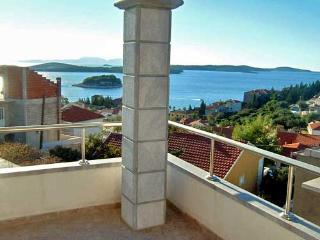 Apartments and Rooms Ante - 34111-A3 - Milna vacation rentals