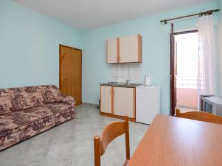 Apartments Nikola - 13581-A2 - Privlaka vacation rentals
