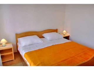 Apartments Šime - 21611-A2 - Ugljan vacation rentals