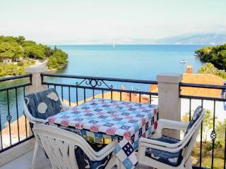 Apartments Marinko - 42241-A3 - Splitska vacation rentals