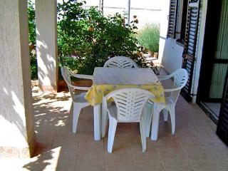 Apartments Ivan - 71521-A1 - Banjole vacation rentals
