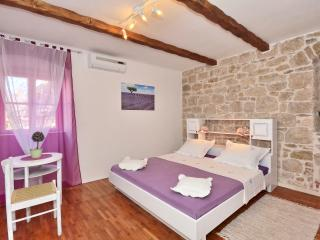 AUTHENTIC apartment in STONE VILLA in OLD TOWN (1) - Split vacation rentals