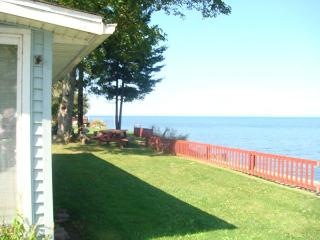 Lake Ontario Cottage-60 mins Niagara Falls     #BL - Greater Niagara vacation rentals