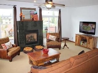 BD3B Inviting Condo 1 Block From Frisco Main St. w/Wifi, Fireplace & Garage - Frisco vacation rentals