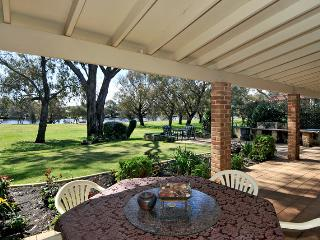 Paradise On The Murray River - Yunderup Wa - South Yunderup vacation rentals