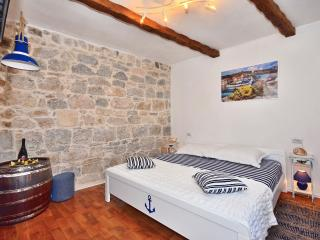AUTHENTIC apartment in STONE VILLA in OLD TOWN (2) - Split vacation rentals