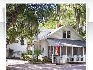 Nantucket Cottage in Historic Downtown - Mount Dora vacation rentals