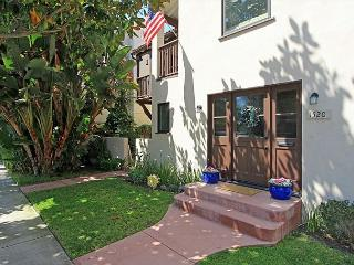 Classic spanish-style apartment in lovely Peninsula Point neighborhood(68253) - Newport Beach vacation rentals