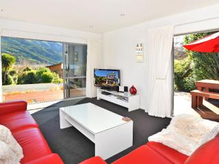 SHED 1700 LUXURY SELF CONTAINED ACCOMMODATION - Picton vacation rentals