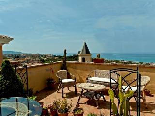 Siamo lieti di mettere a vostra disposizione il nostro B&B Lavinium, sul mare, a Scalea, in Calabria. - Scalea vacation rentals