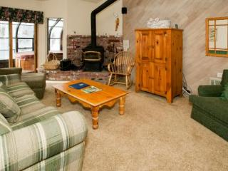 Forest Creek Comfortable 2 Bedroom Condo with Hot Tub ~ RA496 - Mammoth Lakes vacation rentals