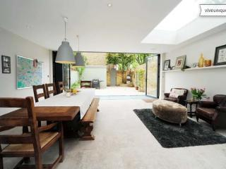 Fantastic 5 bed on Clapham Common, 20 mins to Oxford St - London vacation rentals