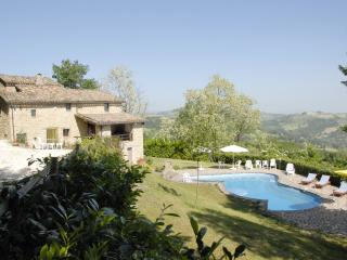 4 bedroom Italian villa with very private  pool - Magliano di Tenna vacation rentals