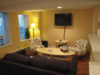 2 BR Apartment in DuPont Circle, two-block walk to Metro; Patio - Washington DC vacation rentals