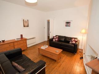 Lawnmarket Royal Mile Apartment - Edinburgh vacation rentals
