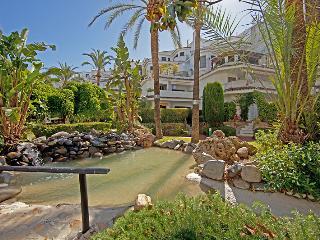 Beach penthouse in Elviria, Marbella - World vacation rentals