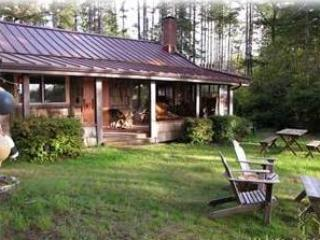 Front of cabin - Magical Cabin on a lake. - Bandon - rentals