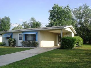 Affordable Cozy Vacation Home on Quiet 55+ Communi - Ocala vacation rentals