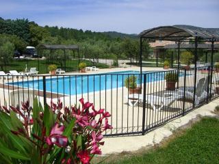 Superb 3 Bedroom Villa Sara, at Le Clos Saint Michel - Malaucene vacation rentals