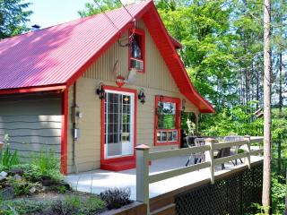 Gorgeous 2 Bedroom Cottage Facing Lake Massawippi! - North Hatley vacation rentals