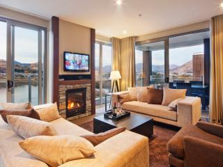 VillageQueenstown 6 bedroom lakeside Apartments - Queenstown vacation rentals