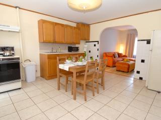 Comfortable 2BR apartment in Williamsburg - Brooklyn vacation rentals