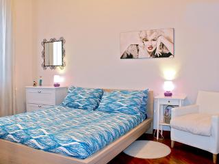 Great 2 Bedroom Florence Apartment at La Gare - Florence vacation rentals