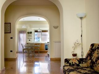 CasertaSuite: elegant and central apartment near the Royal Palace - Camigliano vacation rentals