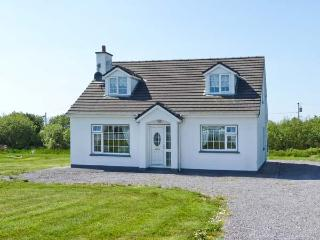 GOLF CLUB HOUSE, detached house near coast and golf club, ground floor bedroom, garden, Waterville Ref 25110 - County Armagh vacation rentals