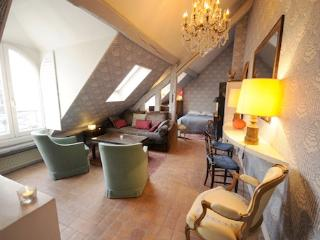 Charming Vacation Rental, Rue Saint Honore, Paris - Ile-de-France (Paris Region) vacation rentals