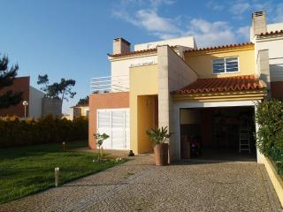 Luxurious house located in a quiet zone, 700 meters from the beach - Ovar vacation rentals